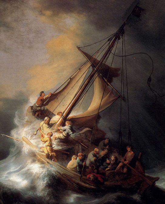 Die Fischer kämpfen mit dem Sturm. Jesus sitzt ruhig unter ihnen und beruhigt sie.