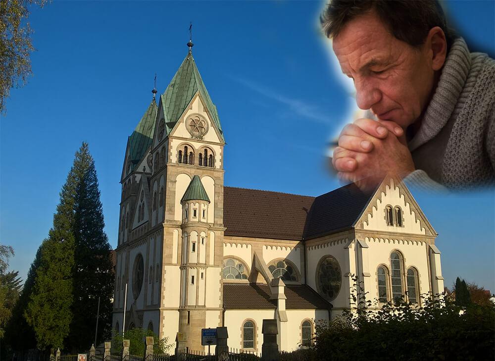 Über einen Kloster schwebt ein betender Mann!